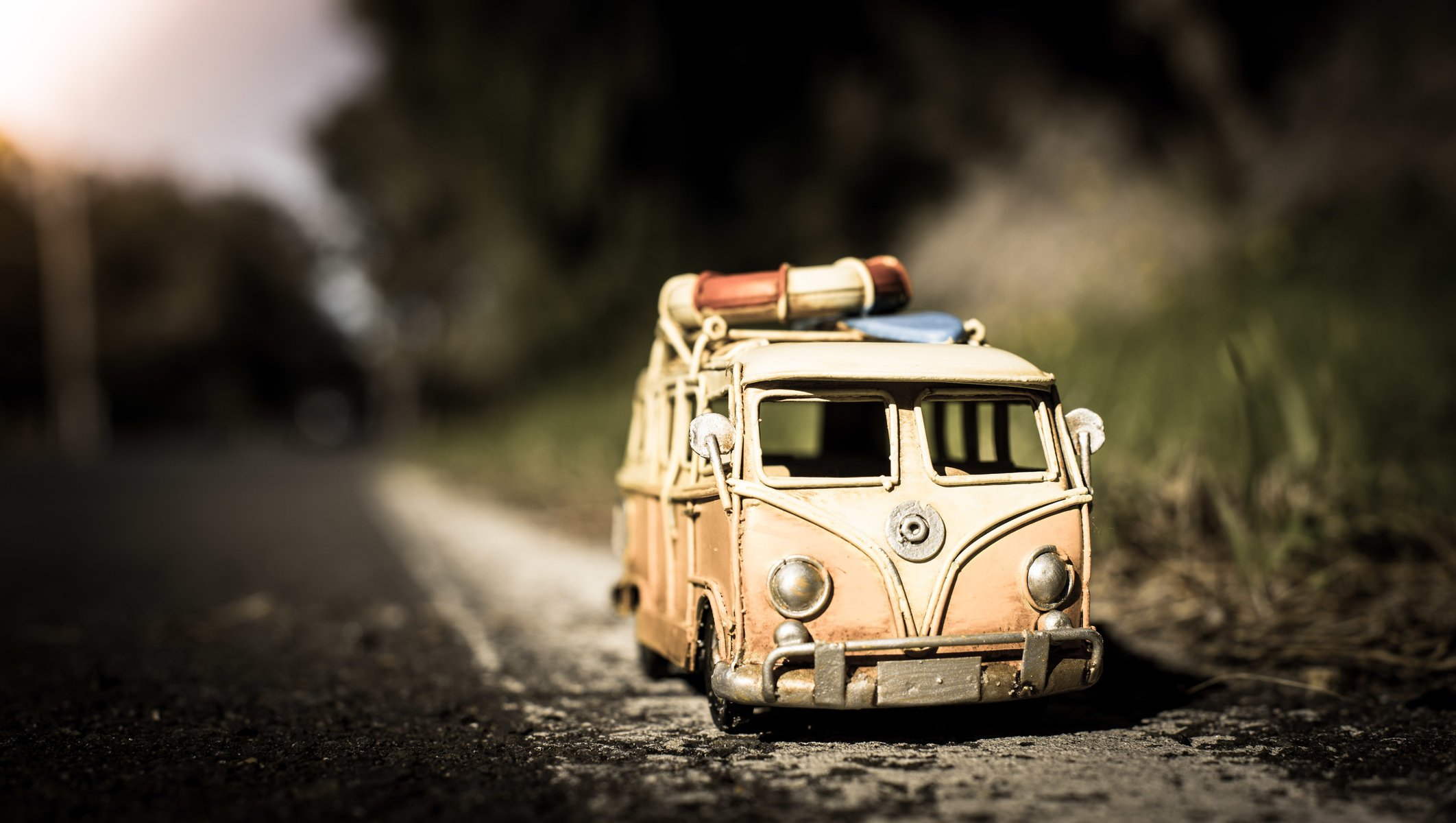 jamie frith photographer photo model machine modelka vw minivan toys road asphalt close up shooting